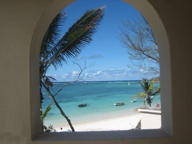 Mauritius - A Special Beach House - Quatre Cocos - House
