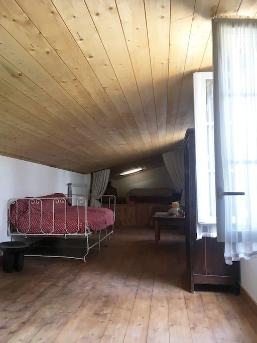 Chambres divisées par un rideau