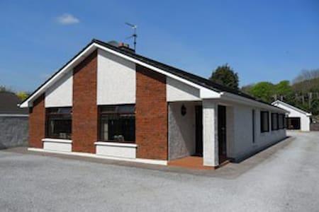 Cronulla Lodge - Blarney - Rumah