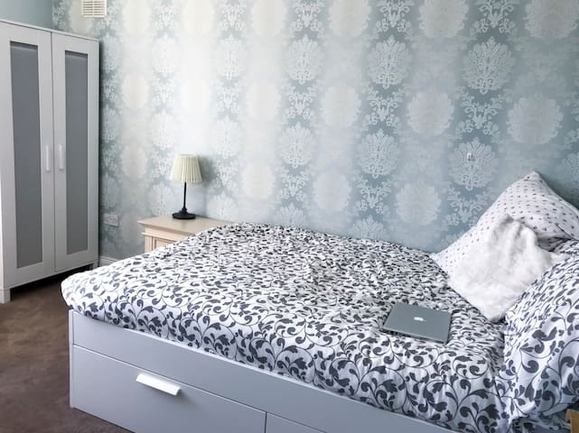 Bright, Clean and Comfortable Double Bed