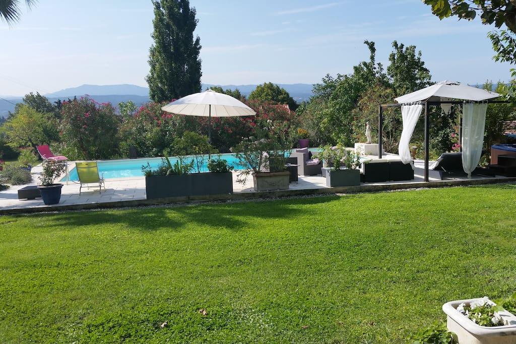 Maison avec piscine jacuzzi wifi maisons louer aix for Camping a aix en provence avec piscine