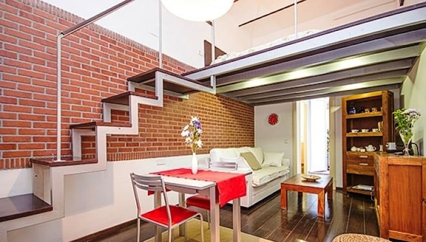 The Poe Apartment (cosy studio)