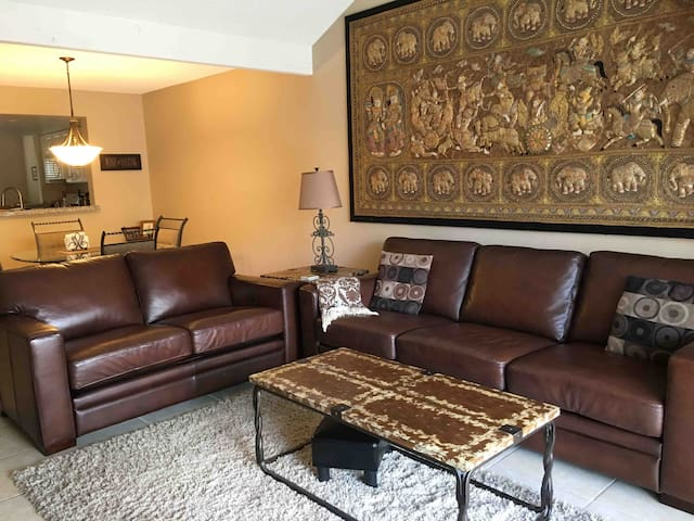 Available: Amazing PalmSprings:Oasis Resort Condo