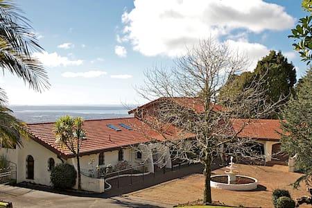 Scenic View Escape - Auckland