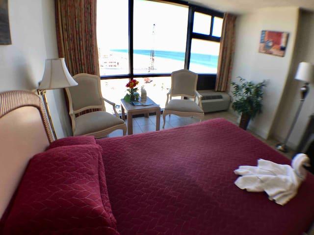 Beachfront Condo Overlooking Ocean (2 Double Beds)