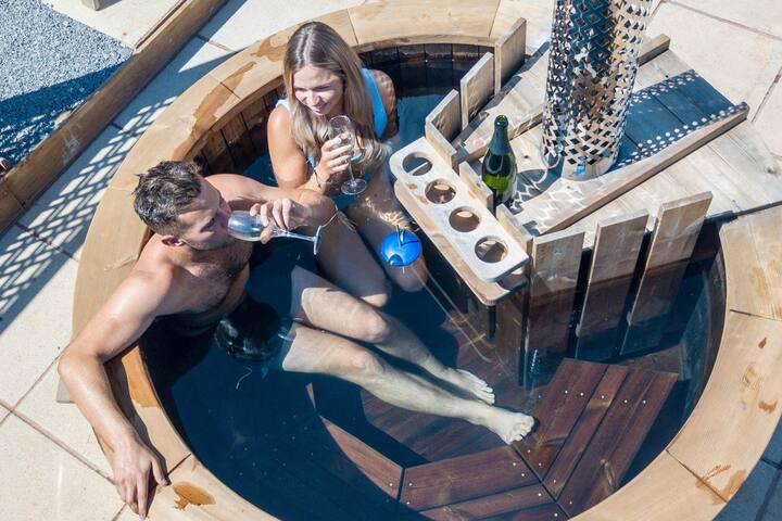 Vineyard Shepherds Hut | Wood Fired Hot Tub | Wine