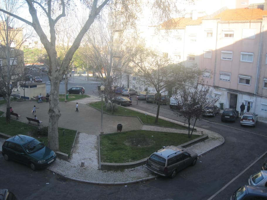 Vista na praceta, estacionamento gratuito sem parquímetros
