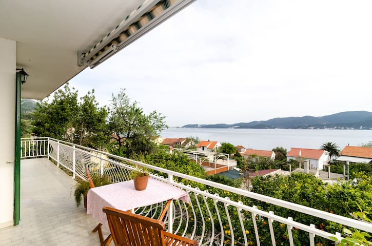 Apartments Klara-2Bedroom, Balcony and sea view