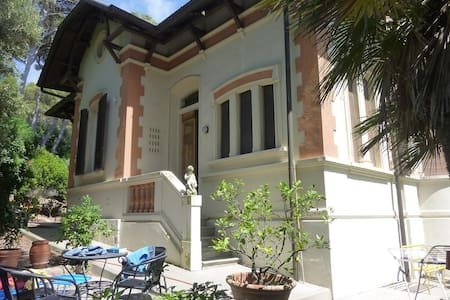 Rome-Florence seaside villa   - Quercianella