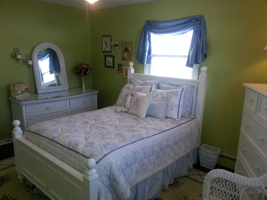 Bright private rental bedroom