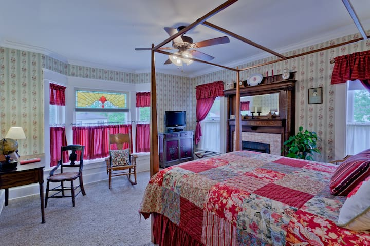 Zoar Village Room @ TheGarver House - Strasburg - Bed & Breakfast