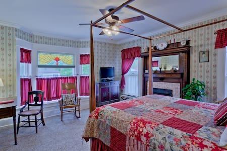 Zoar Village Room @ TheGarver House - Strasburg