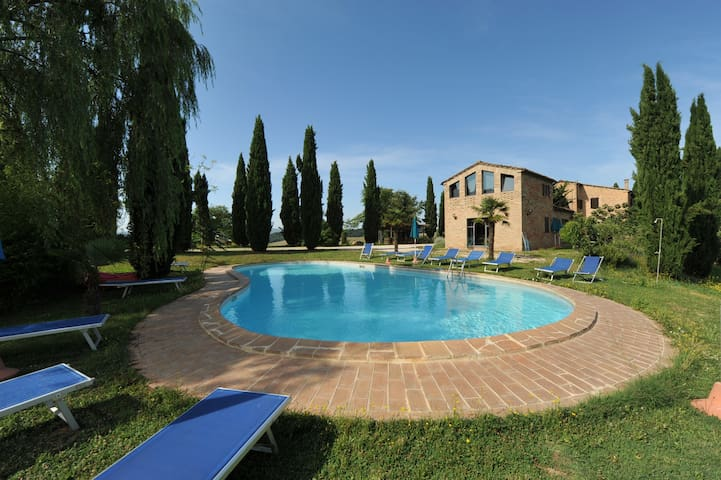 Idyllic Tuscan 3 bed retreat with stunning views.
