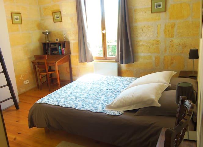 B&B bedroom, 3.5km Saint-Emilion - Saint-Laurent-des-Combes - Bed & Breakfast