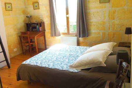 B&B bedroom, 3.5km Saint-Emilion - Saint-Laurent-des-Combes