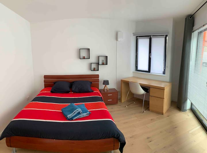 Private stylish room/double-bed/Ghent City Center
