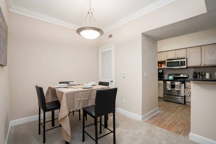 Gorgeous pet friendly 1bd Apt by Med Ctr