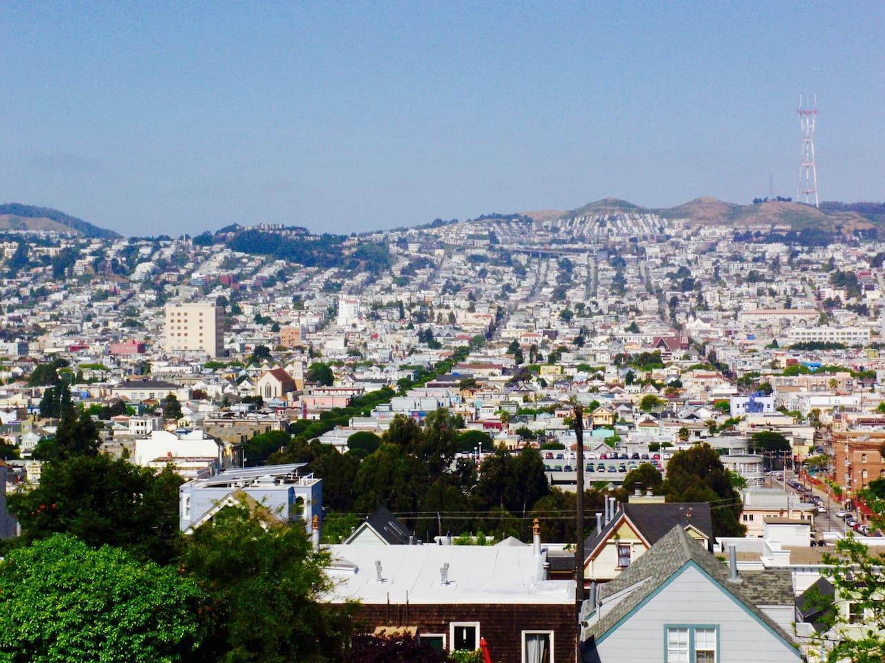 Stunning Panoramic view of the Golden gate bridge and Twin peaks.