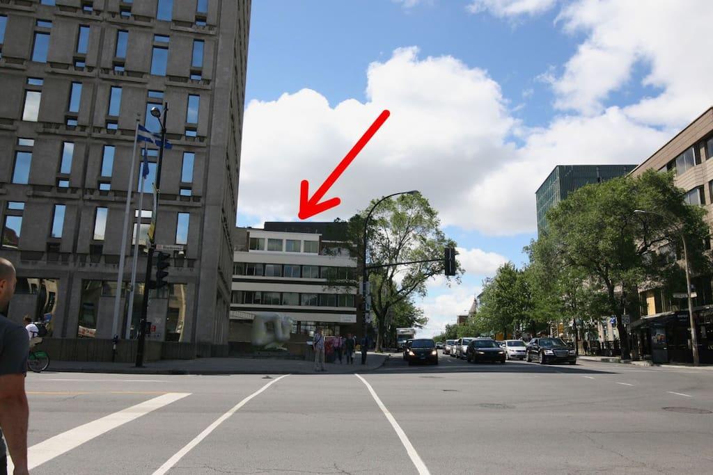 Au coin des rues Sherbrooke et Saint-Denis