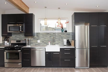 Modern, Bright Carriage House - Penticton - Cabane