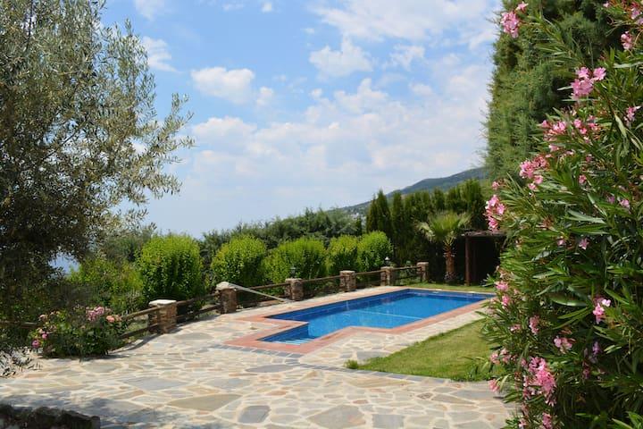 Villa con jacuzzi, piscina, jardín en La Alpujarra