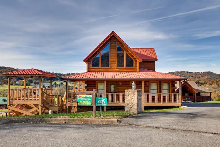 Mountain Breeze Beautiful cabin, easy access, gorgeous views, Priced right