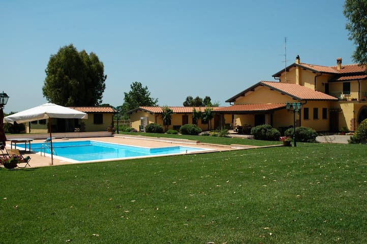 Private apartment in country house - Pomezia