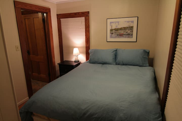 Charming & Quiet - walk to colleges - Amherst - Apartment