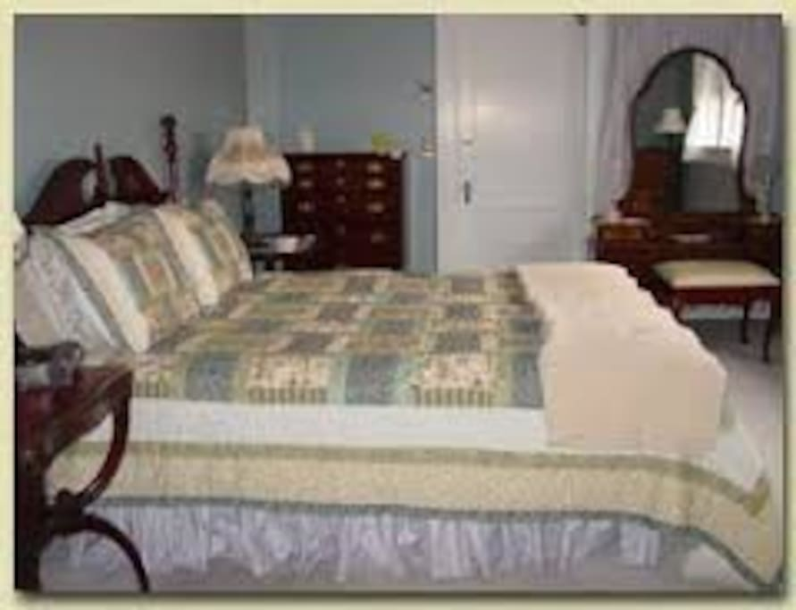 Gorham Queen 1st Floor Bed