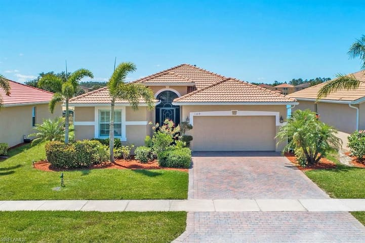 Beautiful home in Valencia Golf Country Club
