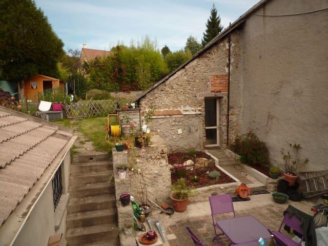 Petit studio dans cadre bucolique - Saint-Cyr-sous-Dourdan - Huis