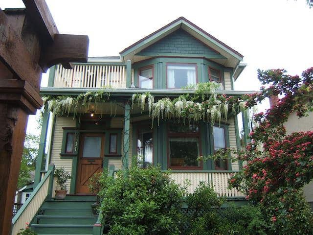 Character home in Victoria - Victoria - Bed & Breakfast