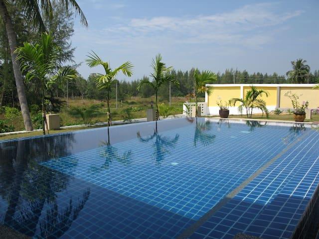 Green Garden Pool Villa Khao Lak - BangMuang - Casa de camp