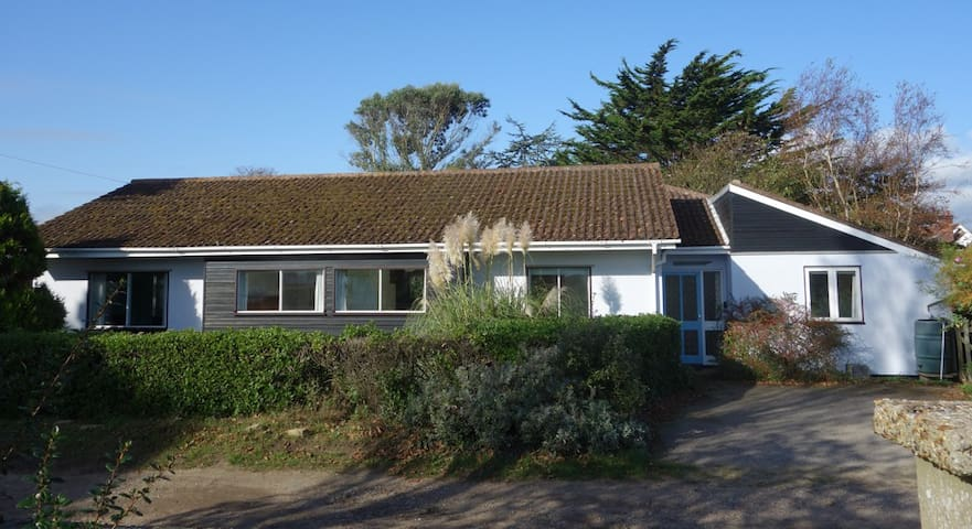 Sunny seaside house & garden in delightful village - Thorpeness