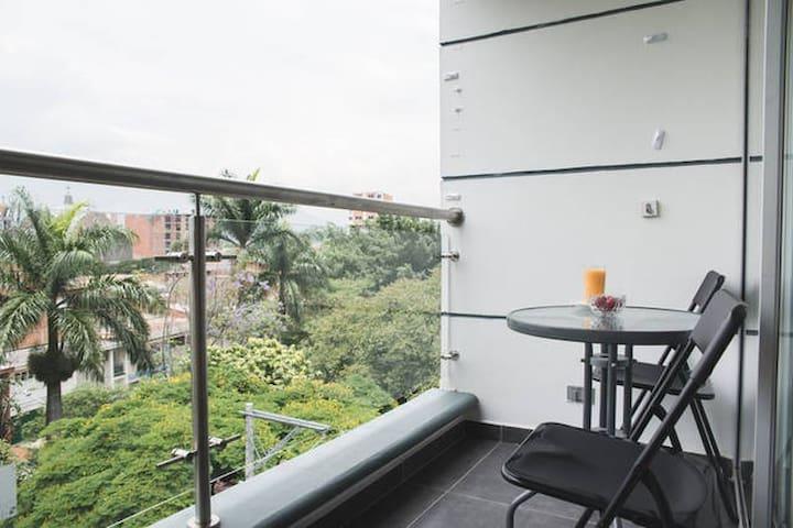 Laureles close to Stadium, Metro, Unicentro, la 70 - Medellín - Apartamento