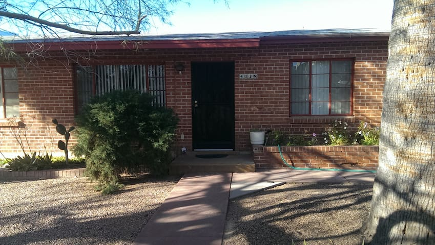 Cozy 2 BR close to everything! - Tucson - Hus