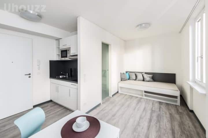 Student Only Property: Sunny Studio M Silver - LOS 12 months 10% off