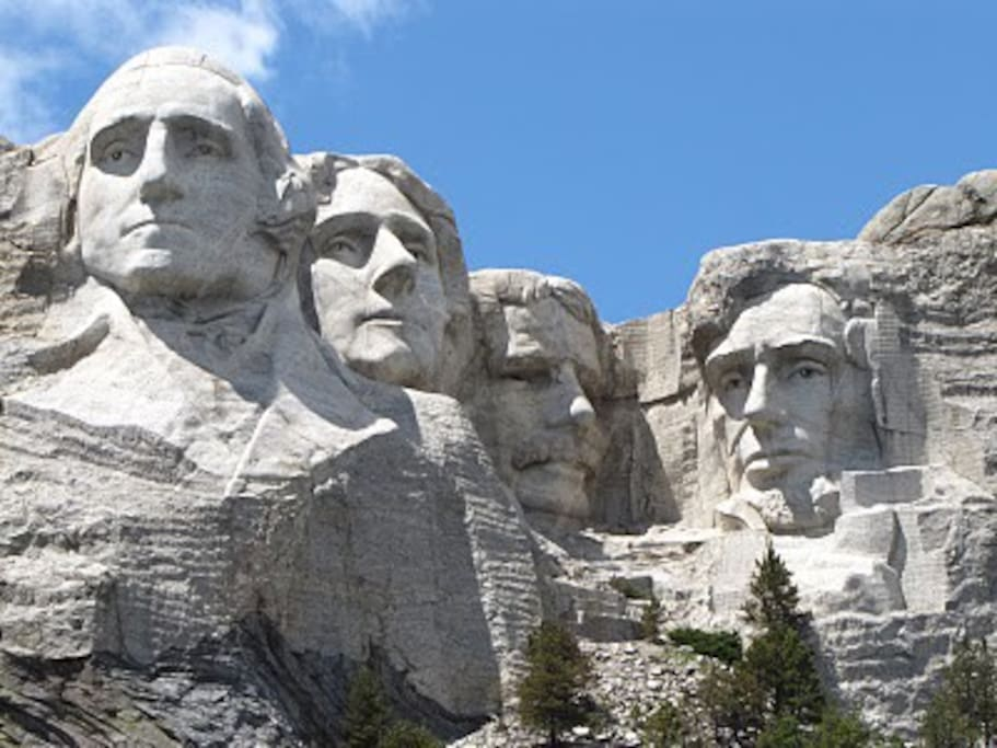 Mount Rushmore, a National Monument, like many other things to see and do is only a short drive from our place with no traffic.