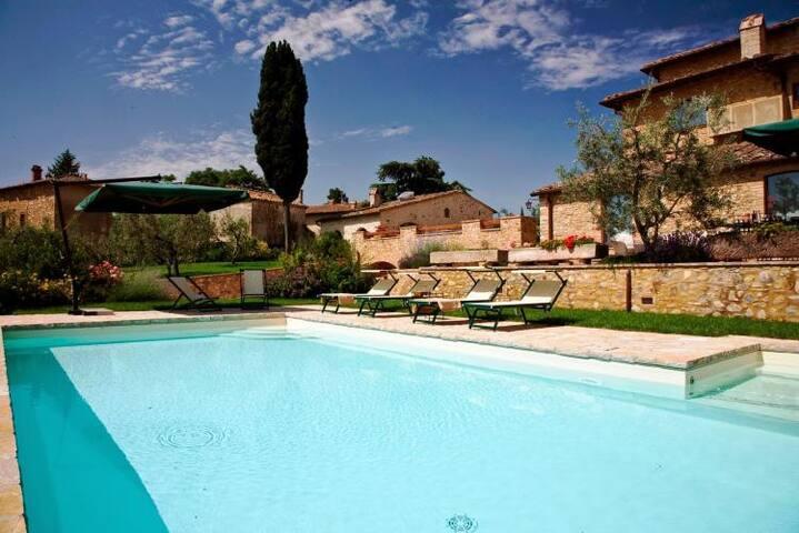 Lovely stone-built apartment, private garden&pool