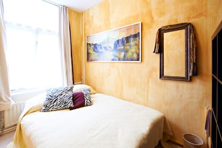 Content In the Pijp for One Person - Amsterdam - House