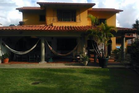 Habitación en una hermosa y tranquila casa - Mérida - Дом