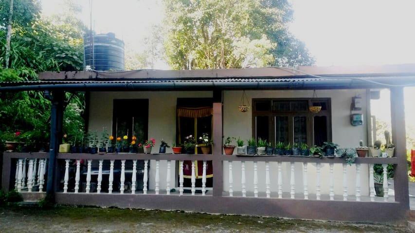 Tashi Delek Cottage - Darjeeling - Apartment