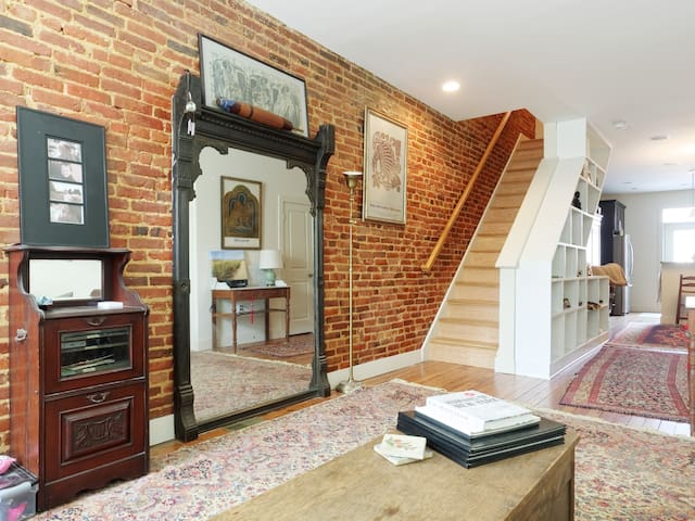 Bright & Airy Private Room & Bath - Baltimore - House