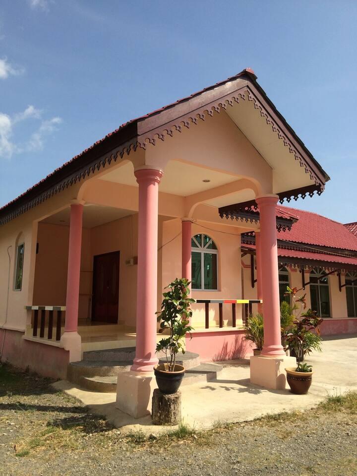 Malinja Homestay House 2B
