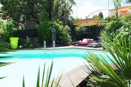 """Le jardin zen """" studio piscine et vélos Electrique"""