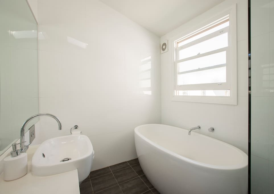 Lovely large bath to relax in!