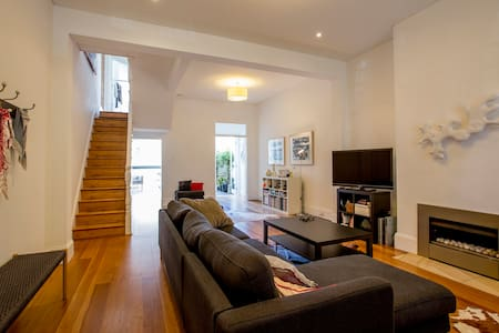 Private Room Close to the City - Redfern - House