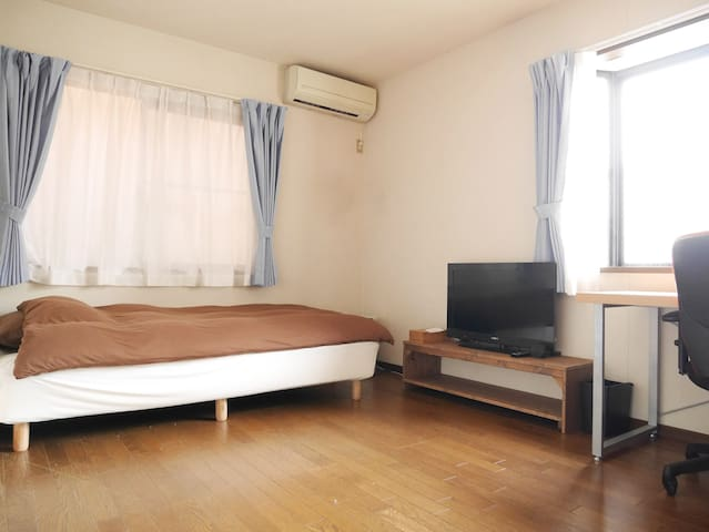 You can use 32inch TV, mirror, Desk, AC, small cool storage and High-speed Wifi in your room.