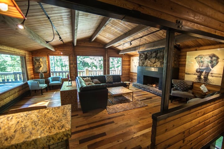 GREAT LOCATION and PRIVACY!! Luxury Forest Cabin - Wilson - Kabin