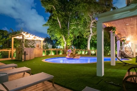 Luxury 💜 Beach Paradise in Miami 🏝